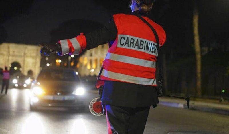 <p> <br /> आठवडाभर चालल्यानंतर त्याला वाटेत पोलिसांनी थांबवले. वास्तविक, कोरोनामुळे इटलीमध्ये रात्रीचे कर्फ्यू आहे. सकाळी 10 ते 5 पर्यंत निघण्यास बंदी आहे. & Nbsp; </ p>